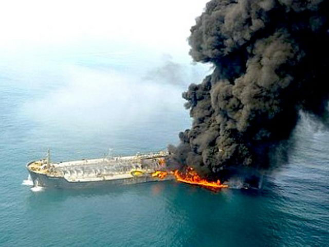 В Мраморном море взорвался танкер
