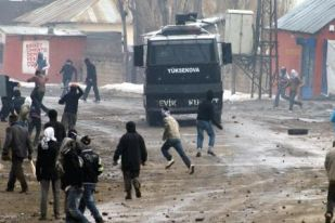 Курды против полиции Турции
